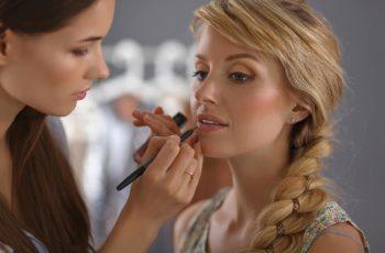 A importância da relação entre maquiagem e iluminação na fotografia